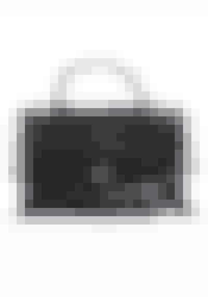 """Laura Lawaetz, digitalredaktør: """"Jeg vil shoppe frynser på udsalg og Proenza Schouler tasken, der netop er røget på 30% hos MyTheresa, står meget højt på min ønskeliste"""". Taske, Proenza Schouler, 7256 kr. Findes online HER!"""