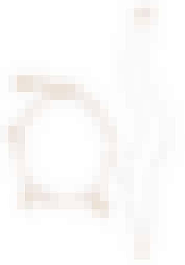 Jeg ELLEsker Helle Vestergaards feminine farvekombinationer i de fine Anni Lu-perlearmbånd. Og det er svært at få for mange. Armbånd med vedhæng, 699 kr. Halskæde med kløver, 649 kr. Begge fra Anni Lu hos Be-Fashionable.com. NB! Læs i øvrigt historien om Anni Lus karriere på side 57 i det nye ELLE.