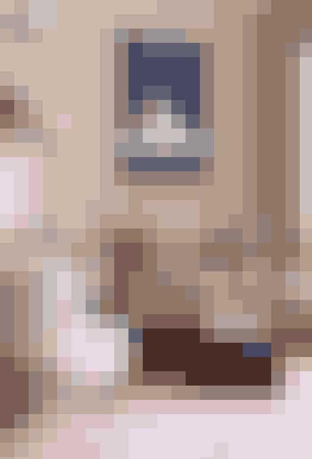 Lille Petra CaféHvis du arbejder bedst i inspirerende omgivelser, er det et besøg værd at rykke hjemmekontoret til indre by, hvor caféen Lille Petra ligger. Caféen er nemlig indrettet med tidløst design fra danske designmærker som fx &Tradition.Hvor:Kronprinsessegade 4, 1306 København K.Åbningstider:Mandag - fredag fra 08.00 - 17.00, lørdag fra 10.00 - 17.00.
