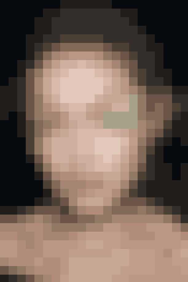 Max MaraTræt af nude? Tilføj en kraftig og tydelig farve til at vække opmærksomhed. Makeupartist Thomas de Kluyver skabte det Picasso lignende look ved at bruge lidt pigment farve til et ellers råt og bart look.