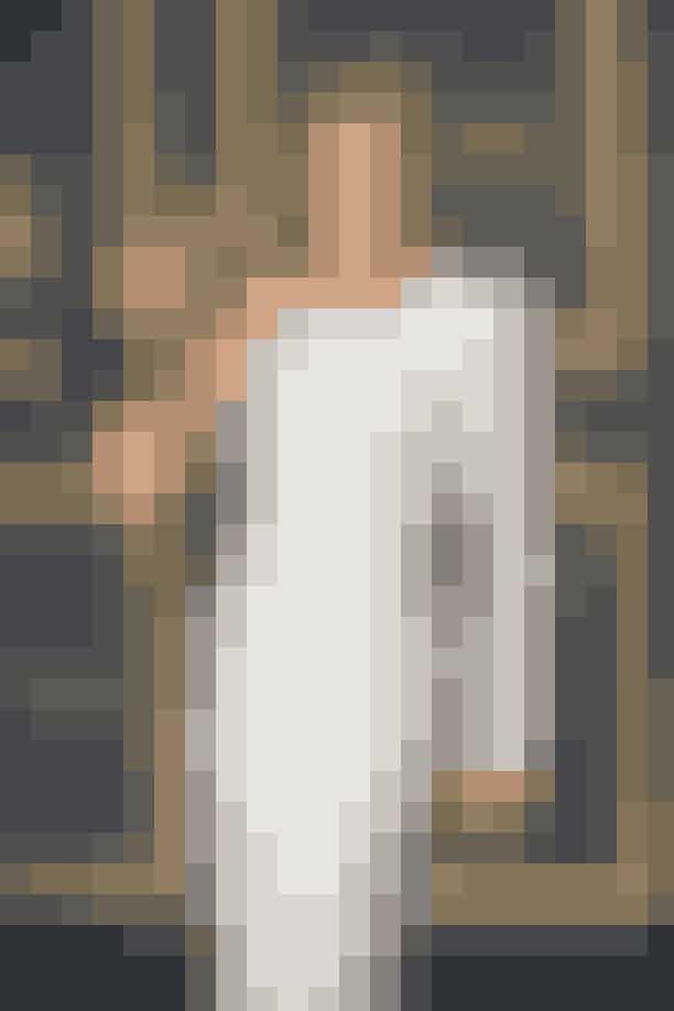 HvidPå andenpladsen over de heldigste farver, er farven hvid. Hele 12 vindende skuespillerinder havde en hvid kjole på, den aften de vandt en Oscar.En af dem er Renée Zellwegers, der sidste år vandt en Oscar for sin rolle i filmen 'Judith'. Hun modtog prisen i en hvid, tætsiddende Armani Privé-kjole.