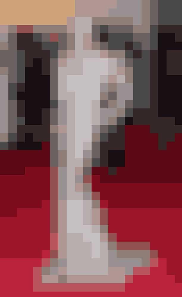 Karoline Kurkova, 2012Topmodellen Karolina Kurkova bragte 1940ernes old Hollywood til den røde løber i 2012 iført en gylden pailletkjole med matchende turban.