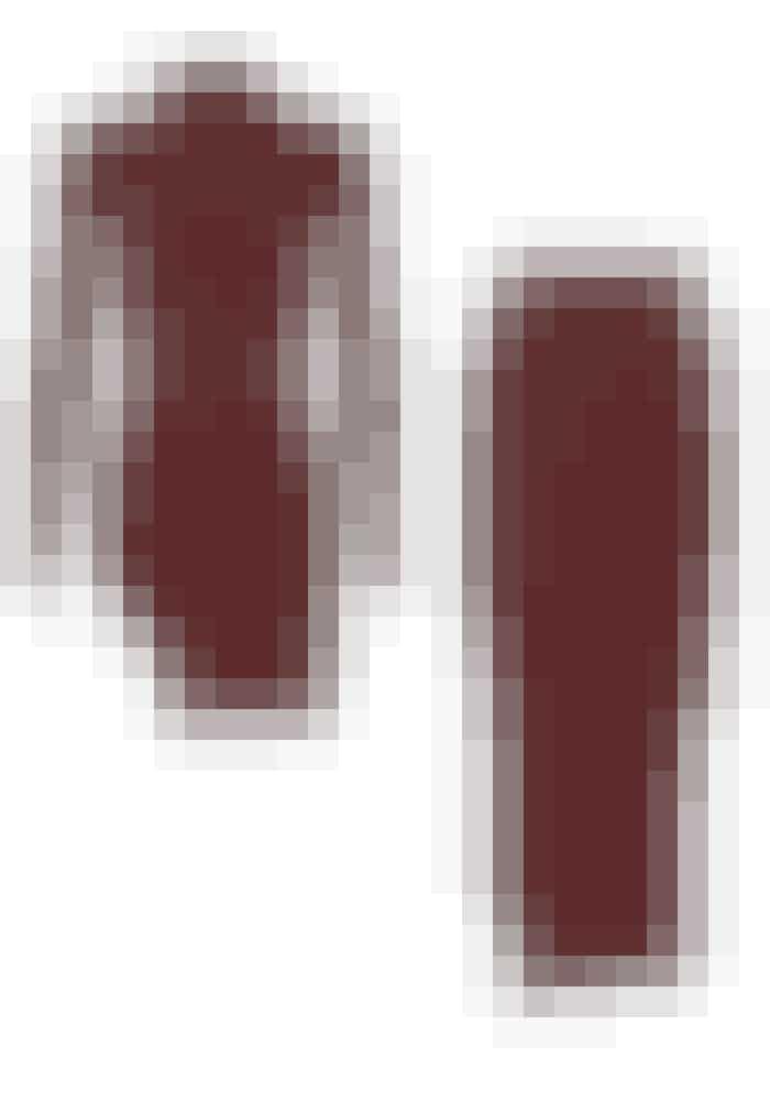Rustrød er den nye bordeaux, og jeg har udset mig dette lækre sæt i ribkvalitet og med cool asymmetriske snit. Rullekrave, 1.699 kr. Nederdel, 1.599 kr. Begge fra By Malene Birger.