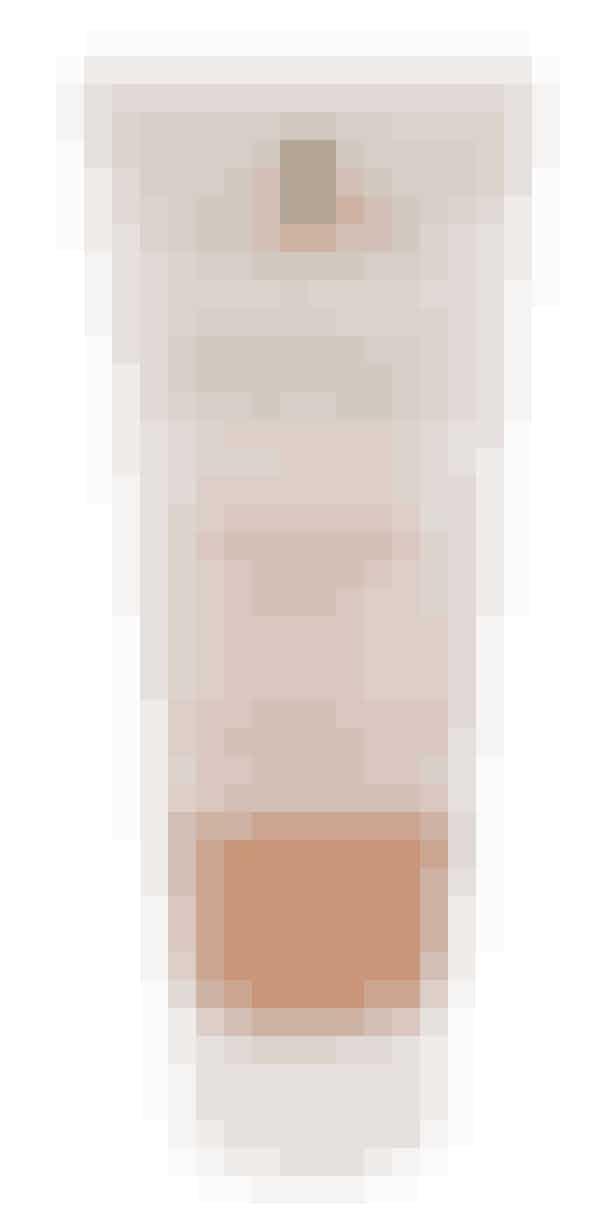 BODYWASH- & SCRUBByens festligste bodywash og -scrub indeholder bionedbrydeligt glimmer, og så både rengør og eksfolierer den ganske mildt.'Body Scrub 2 in 1', Miqura, 150 ml, 69 kr.Køb HER.