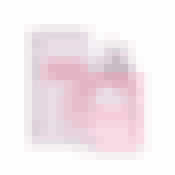 Selvom duften af rose er klassisk, så er denne rosenduft fra Dior på ingen måde hverken tung eller kedelig.Den er frisk, og følelsen af tusindvis af rosenblade blæst op i en lille tornado møder en. På dejligste vis.'Rose N'Roses', eau de parfum, Dior, 50 ml, 625 kr.
