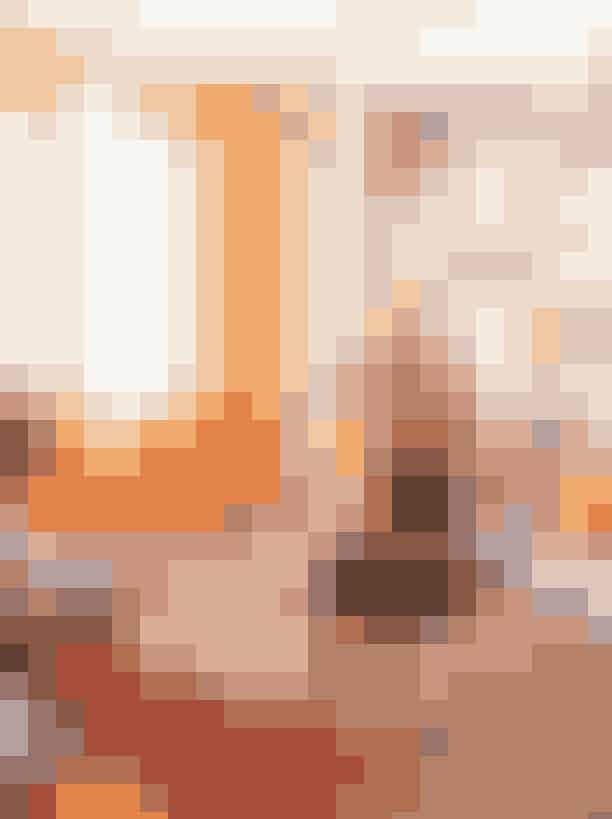 Det er ikke til at overse, at der boren kunstinteresseret kvinde i dencharmerende Nørrebro-lejlighed,hvor skulpturer og værker på væggenelægger op til en snak omkunst – præcis som Fanny Augustahelst vil have det. Hende har vi besøgt på side 118-120 i månendes ELLE.