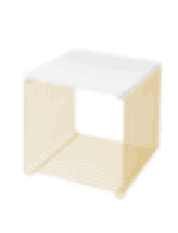 Panton Wire Matt Gold fås med otte forskellige topplader, blandt andet denne helt enkle hvide version.Læs mere Panton Wire Matt Goldher.