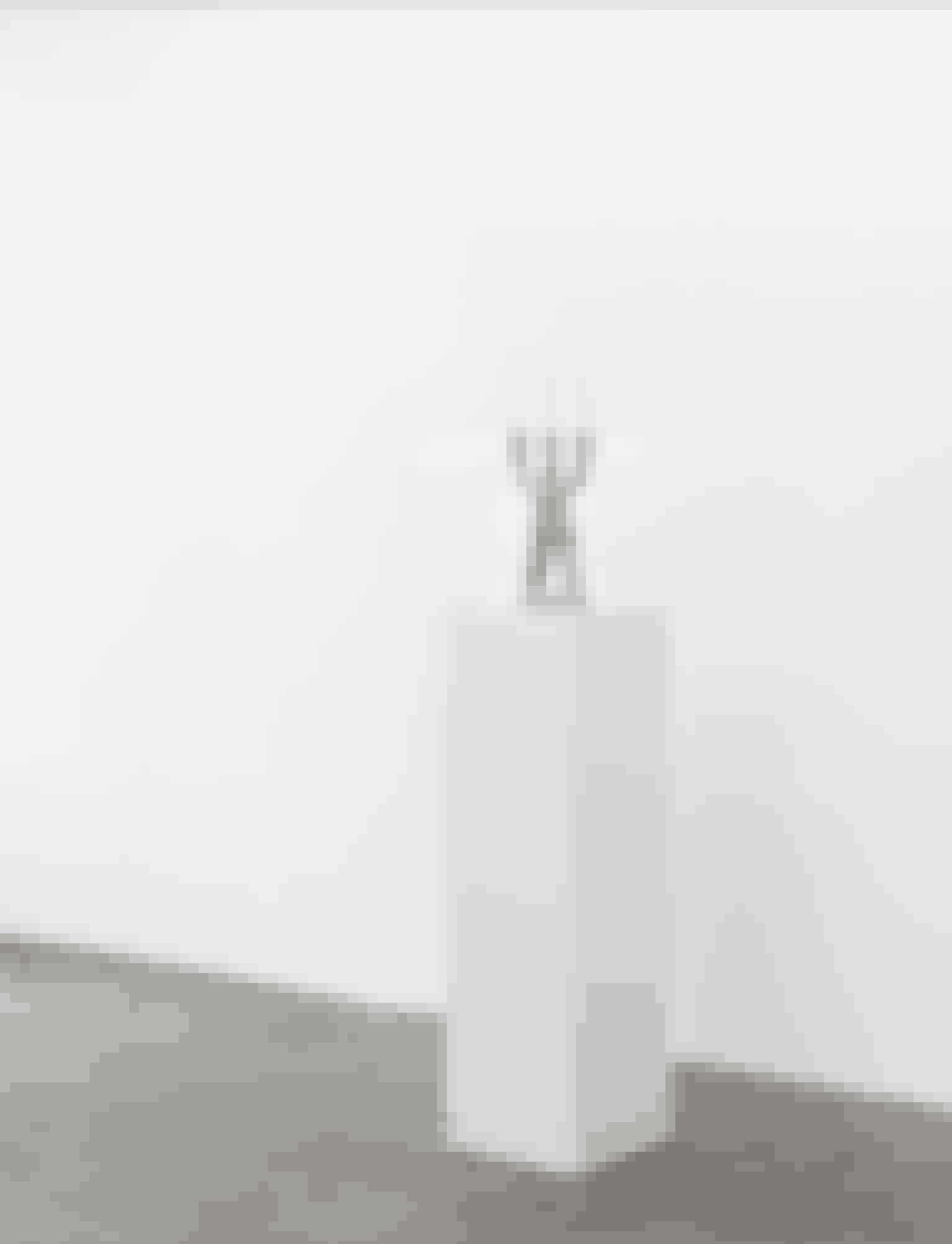 3-armet lysestage af Roma Manikhin, 1.600 kr. Den russiske kunstner Roma Manikhin har skabt et kortspil og to lysestager for Normann Copenhagen – alt sammen objekter, der afspejler Roma Manikhins erotiske og humoristiske univers.
