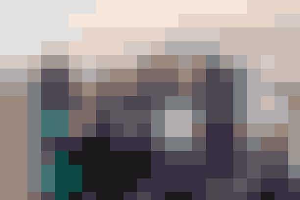 Særlig International Women's Day-Kollektion fra North FaceThe North Face lancerer en ny kollektion, der er lavet særligt i forbindelse med Kvindernes international kampdag. Kollektionen er designet udelukkende af kvinder – hvilket er første gang nogensinde i brandets historie - og har kvindeforkæmperen, Oryana Awaisheh, i spidsen.North Face har støttet kvinder på forskellige måder de sidste 50 år, og kollektionen er også den første serie, der bliver produceret af den nye fabrik i Jordan - hvor der faktisk kun arbejder kvinder. Fabrikken giver mere end 500 kvinder en arbejdsplads, så de kan skabe et bedre liv for dem selv og deres familier.Hvor: Kollektionen vil være tilgængelig HERog kan findes på Zalando HER.Hvornår:fra den 2. marts 2020.