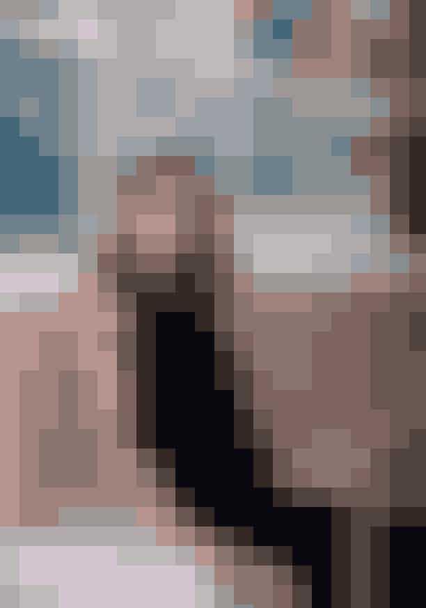 Den unge designer Cecilie Jørgensen, der står bag det hypede brand 'Cecilie Copenhagen', har indrettet sig med mange unikke og personlige fund i sin lille lejlighed på Vesterbro i København. I dette nummer af ELLE, kan du på side 128 komme med inden for hos den kreative designer.