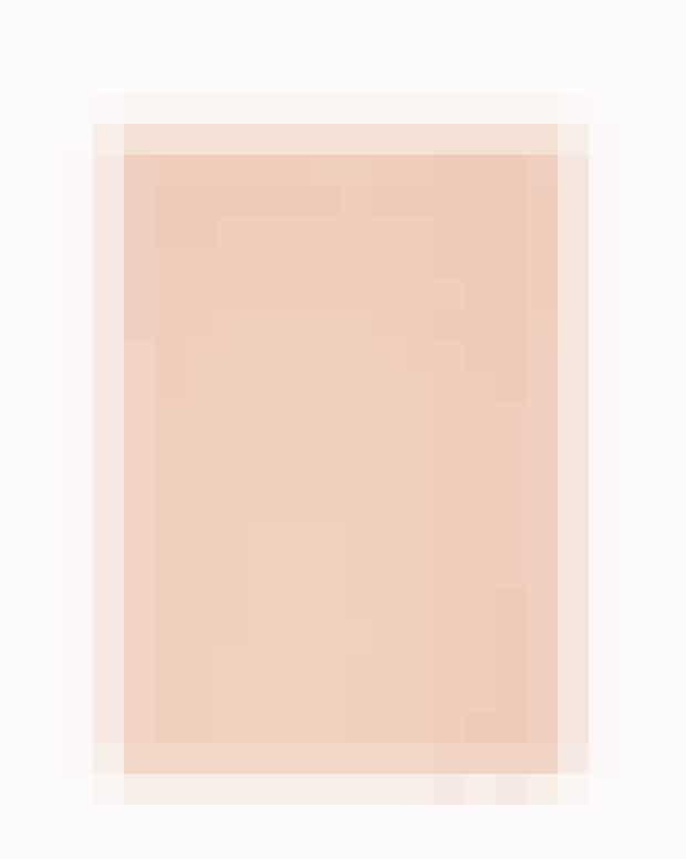 Nu ved du, hvor du skal lede, hvis du søger en klassisk,lakeret kommode eller en bæredygtig sofa. Men hvorkigger du hen, hvis du vil have fingrene i fine, mønstredegulvtæpper, der matcher dine høje krav? Et godt bud ersvenske Oyyo, der laver tæpper af økologisk bomuld påeget væveri i Indien. Alt er lavet i hånden, og tæppernebliver farvet med pigmenter fra lokale planter. Oyyo.se'Brick'-gulvtæppe, Oyyo, fra8.650 kr.