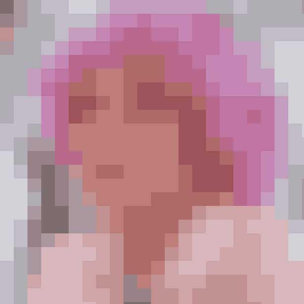 Pink.Farven, der i virkeligheden stammer fra Grease, men som fik en renæssance i Mean Girls. Pink! ELLEs yndlingsfarve, som Frenchy er den perfekte talskvinde for. Vi er vilde med alt, der er pink, og vi bruger både farven som hovedelement i vores outfits, samt i form af små tilbehør.