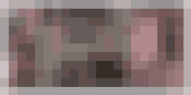 Camilla Plums øko-julemarkedDen danske kogekone, foredragsholder, forfatter og madskribent Camilla Plum inviterer indenfor til en overdådig og kulørt juleoplevelse på sin gård i Gribskov. Alle gårdens afkroge er pyntet op med skørt og stemningsfuld julepynt, som gør en i godt humør. Smag Camilla Plums julebag og æblegløgg, få bundet en smuk adventskrans og læg vejen forbi kryddeributikken, der mest af alt minder om en arabisk souk.Gå heller ikke glip af den store økologiske julemiddag, der bliver afholdt i drivhuset foran gården lørdag den 8. december kl. 19. Læs mereher.Hvornår: Den 1. december til den 9. december 2018. Alle dage kl. 10-16. Lørdag den 8. december kl. 10-19.Hvor: Fuglebjerggaard, Hemmingstrupvej 8, 3200 Gribskov.