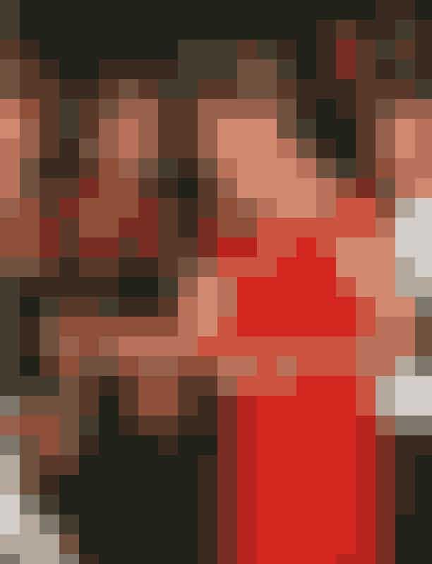Prinsesse Dianas kavalergangstaskerPrinsesse Diana var en af de mest fotograferede kvinder i verden, mens hun levede, og derfor tillærte hun sig også et par tricks for at beskytte sig selv. Et eksempel på dette var hendes små kavalergangstasker, som hun altid holdt foran sin kavalergang, når hun steg ud af biler, for at undgå at fotograferne fik et billede ned i hendes kjole.