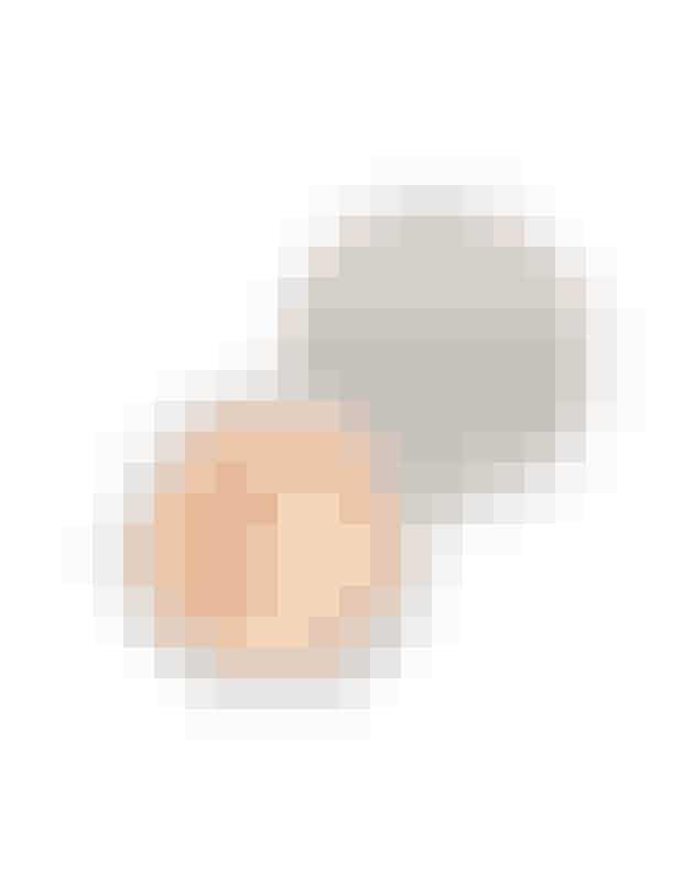 6. Anti-bumse-foundationLetdækkende mineralfoundation, der indeholder 0,5 procent salicylsyre, der gør urenheder mindre synlige, samt havreprotein, der beroliger og giver næring til huden.'Blemish Rescue Skin-Clearing Loose Powder Foundation', Bare Minerals, 365 kr.