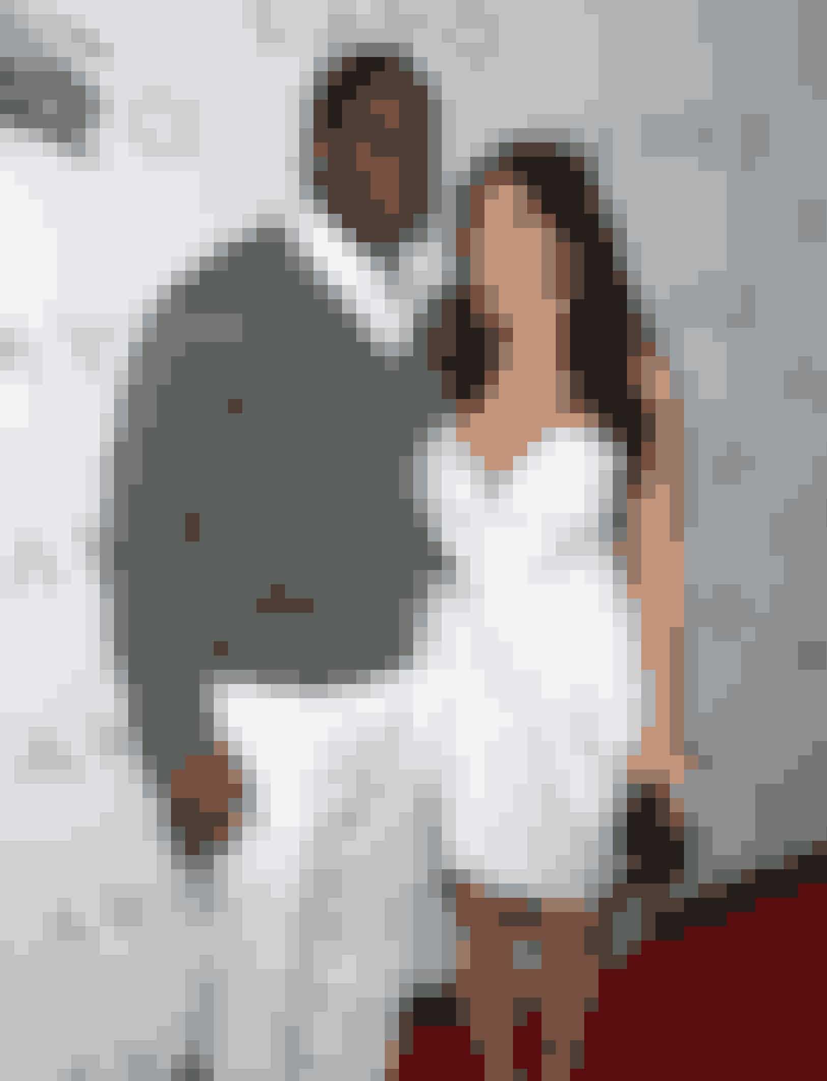 Kim nåede ikke en gang at blive skilt, inden hun fandt sammen med rapperen Ray J i 2002. Forholdet gik on-and-off indtil 2007. Parret blev især kendt for deres famøse sexbånd, som Ray valgte at dele til offentligheden, efter de var gået fra hinanden. Det skete uheldigvis lige inden at realityserien 'Keeping Up with the Kardashian' havde præmiere. Det skabte noget af en shitstorm!