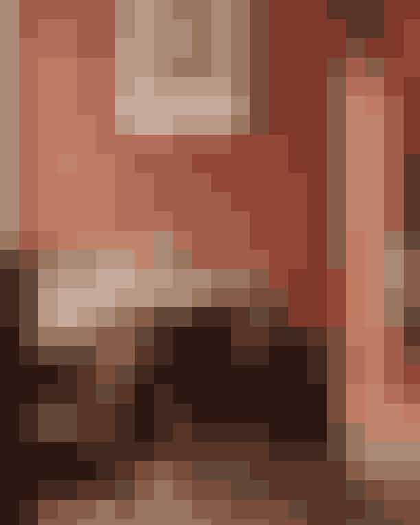 Polly Her bliver der serveret mad, hvor der kæles for både Instagram (udseendet på maden), og smagen. Maden er klassisk og hentet fra det franske køkken med social dining-konceptet i fokus. Vinkortet byder på alt fra små obskure vinproducenter til de mere stor-i-slaget bourgogner mm.Hvor: Gl. Kongevej 96, 1850 Frederiksberg.