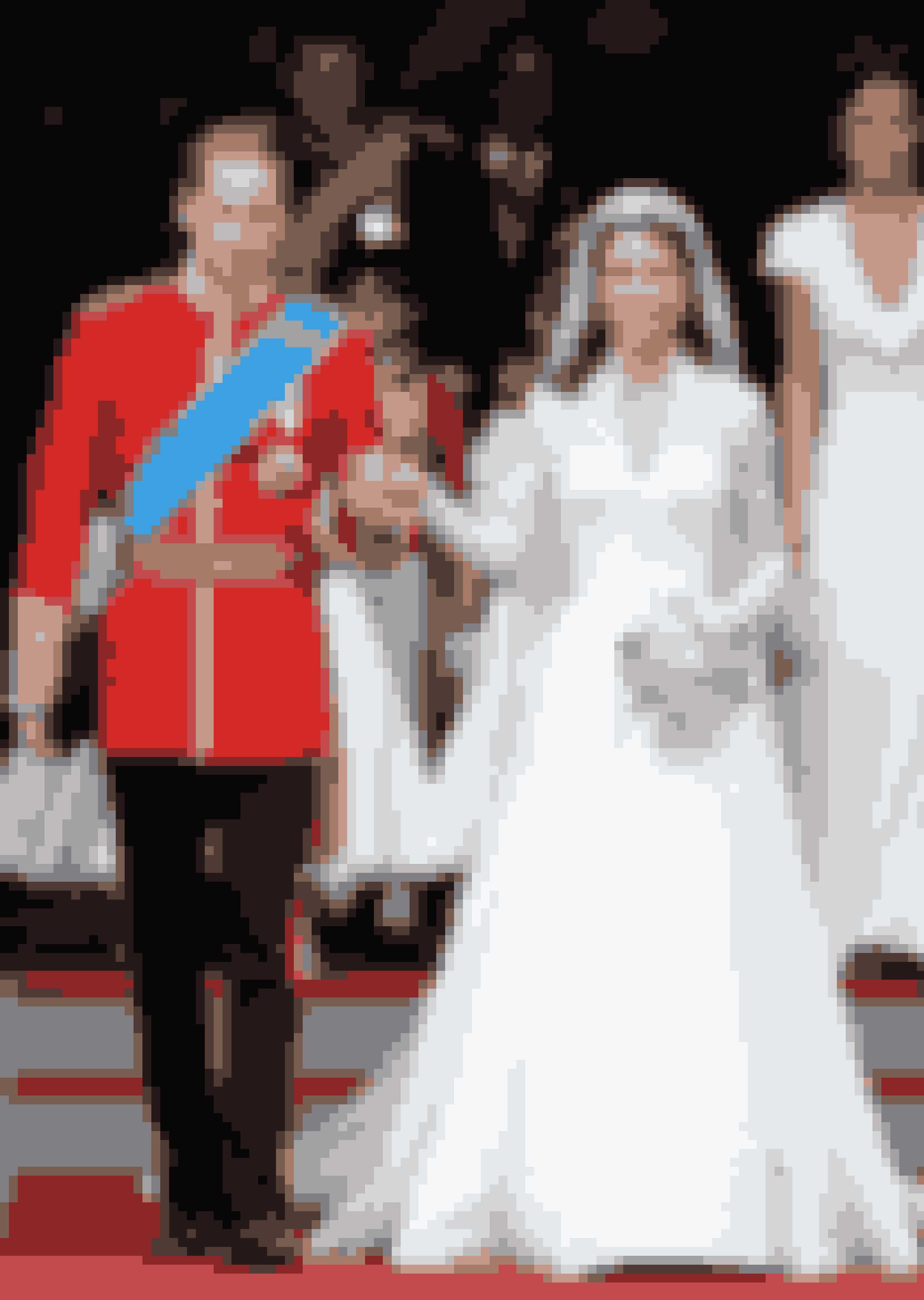 Hertuginde Kate Middleton af Cambridge iført kjole af Sarah Burton ved sit bryllup med prins William, hertug af Cambridge, 2011.