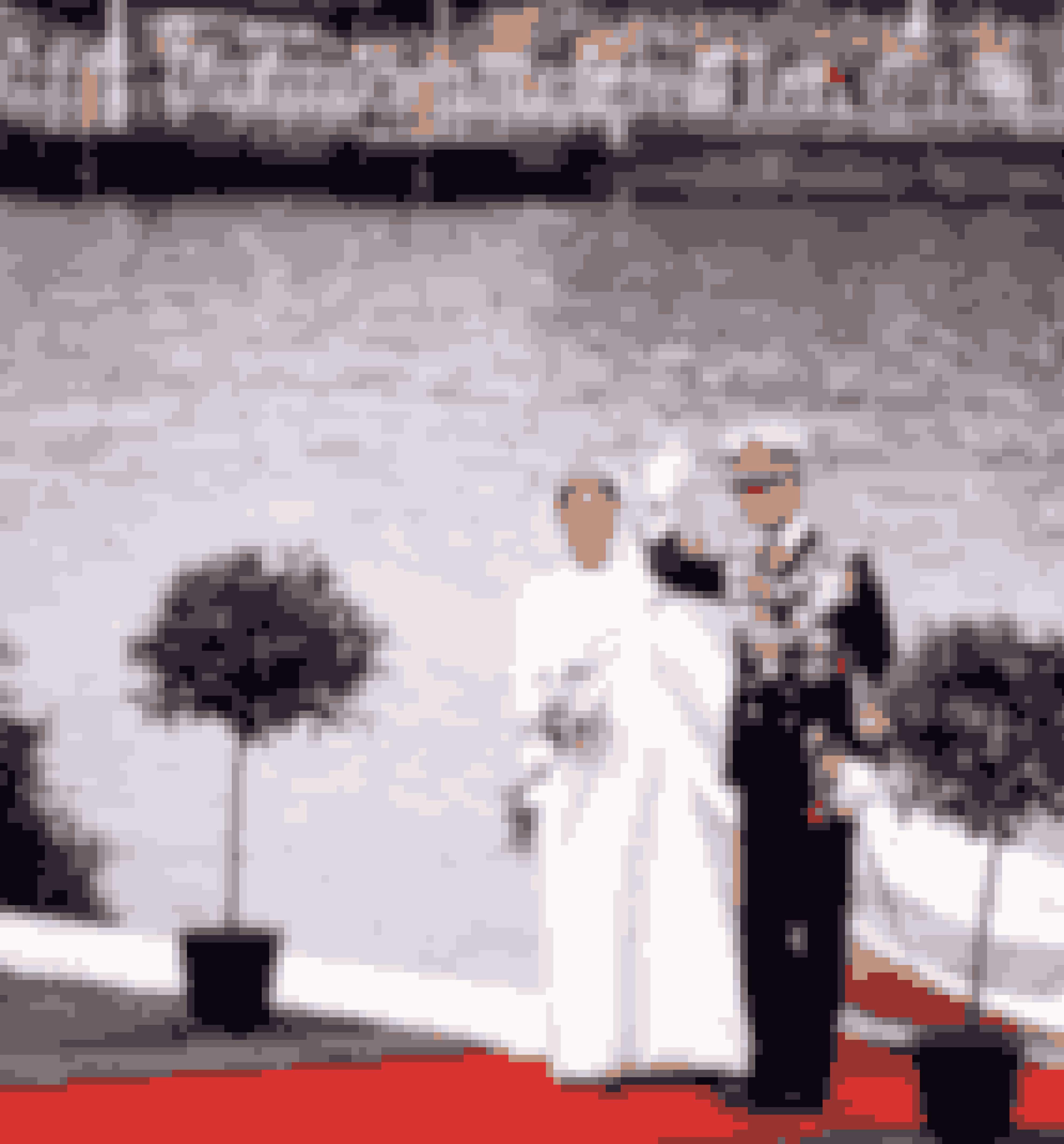 Dronning Silvia af Sverige iført kjole fra Dior ved sit bryllup med kong Carl 16. Gustav af Sverige, 1976.