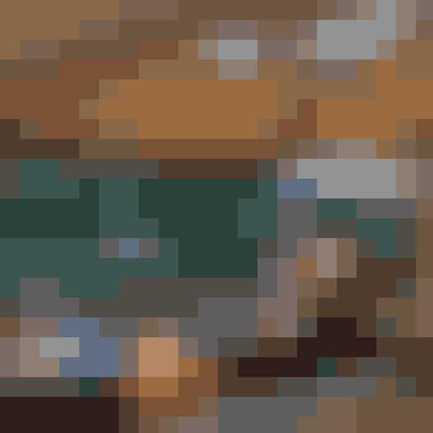 Glamping i FredensborgVildmarksbad, sømarksbad og tøndesauna - det er bl.a. en del af den oplevelse, du kan få, hvis du drager til Fredensborg i Nordsjælland og holder ferie. Her har du direkte udsigt til en lille skovsø, som danner midtpunkt for tre opsatte, hævede telte, der garanterer dig alt hvad du må drømme om, på en glamping-ferie. Psst. Selve Fredensborg er absolut også et besøg værd, hvis tiden er til det.Læs mere HER.