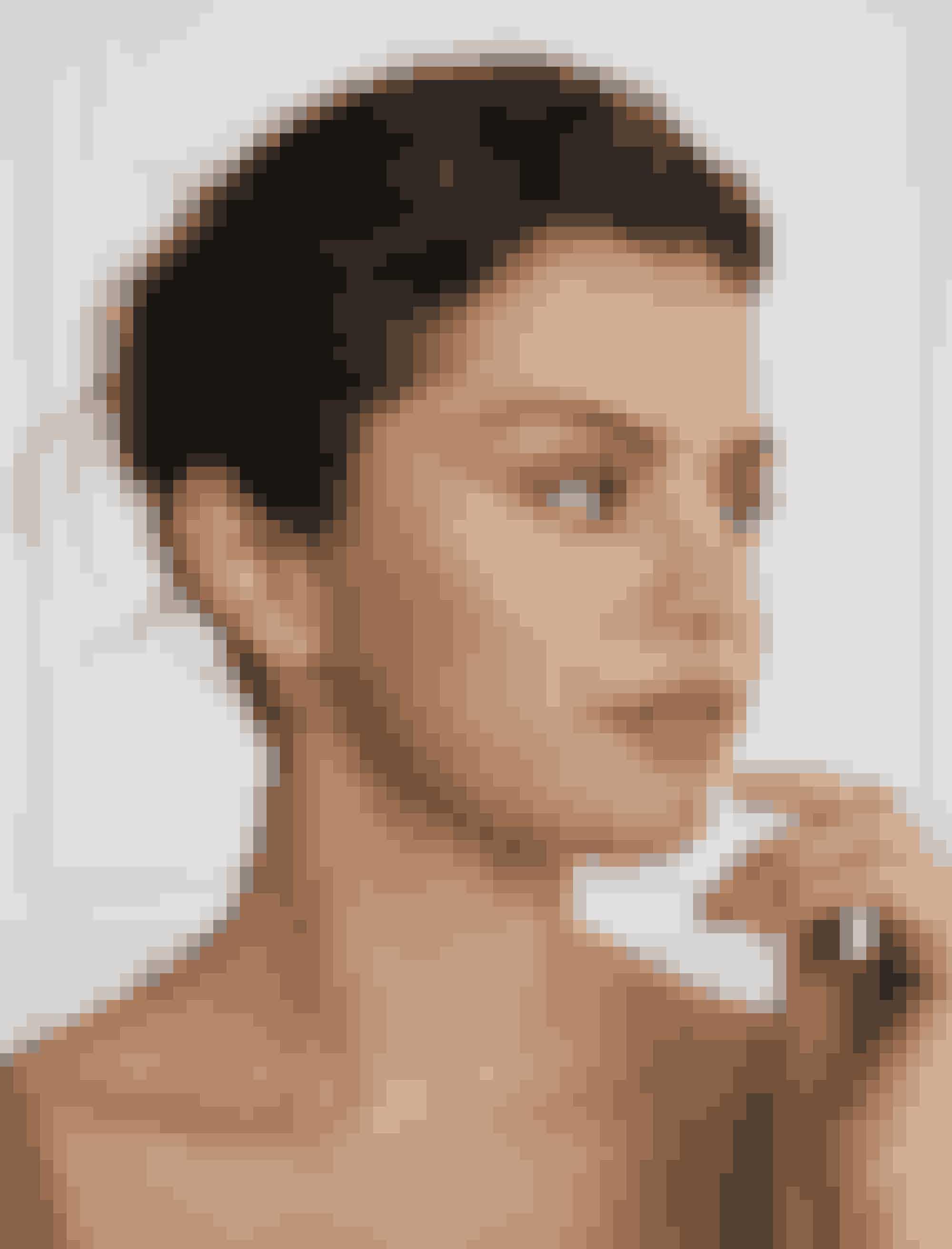 Selena Gomez er klar til at indtage dit badeværelse. Det er set før, at stjerner kaster sig over make-uppen. Tænk bare på Rihannas Fenty Beauty og Victoria Beckham Beauty. For et år siden meldte sangerinden Selona Gomez sig ind i klubben. Med succes. Og nu kan du endelig få fingrene i hendes produkter herhjemme. ELLE har talt med sangerinden om hendes nye beautylinje.