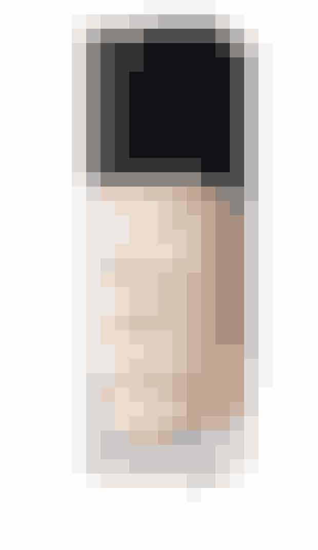 Bedst til tør hudEn let foundation der har medium til fuld dækkeevne, der samtidig skaber et naturligt finish der holder længe.'All Day Luminous Weightless Foundation', Nars, 30 ml, 355 kr.