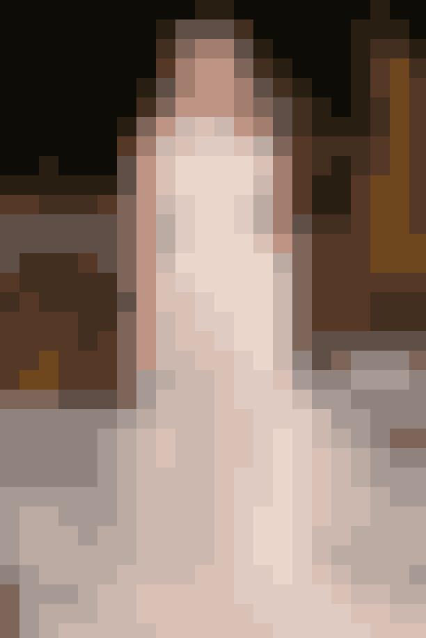 Det gennemsigtige lookHvis man ikke må vise lidt hud på sin bryllupsdag – hvornår må man så? Derfor har flere brudekjoledesignere valgt at 'afklæde' brudene ved at bruge gennemsigtigt stof på deres kjoler. Her er det den amerikanske tøjdesigner, Oscar de la Renta, der har kreeret, og den gennemsigtige silhouette giver bruden et let og luftigt look.Kjole af Oscar de la Renta.
