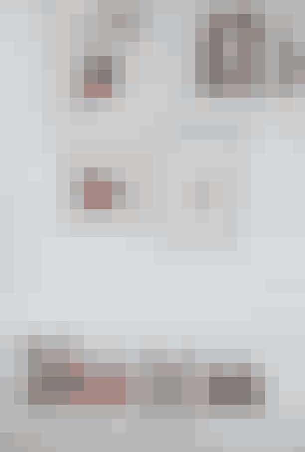 SkogarderobeStøvletterne er fraCeline, købt i den nyligt lukkede Kassandra på udsalg sidste år. De to år gamle røde stiletter er fra The Row, som Gun-Britt fik sendt hjem fra udlandet, da de endnu ikke var kommet hos Birger Christensen. Gummiskoene er fra Balenciaga og købt på Mallorca, og de højhælede mules er fra Louis Vuitton, købt for 15 år siden i Norge.