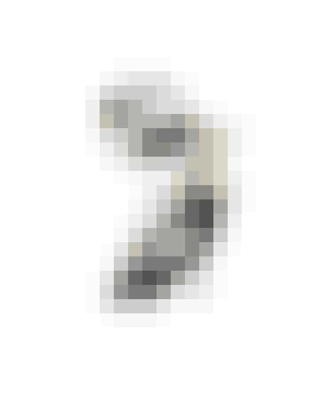 Anna Wintour: Skorpion 24/10 – 22/11Der er nyt på boligfronten. Måske vil du flytte eller rydde op i fortidens minder? Ryd op. Gør hovedrent. Få luft. Du skal ånde frit og trække vej ret igen. Gamle venskaber kan gå i opløsning. Forsøg ikke at redde stumperne. Slut er slut. Se på økonomien. Gør status. Tag fat om nælden og fjern roden. Du har ikke brug for småsnak. Få konstruktive aftaler i hus.