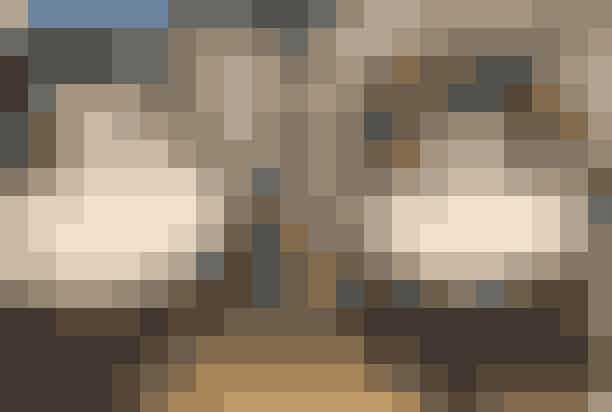"""Påske på slottet med dronningens kjolerDronninglund slot udstiller i forbindelse med påsken nogle af dronningens originale kostumer med temaet """"En hyldest til vores kreative og vidende Dronning"""", hvor der også vil være en hilsen til Prins Henrik og hans mange år i Vietnam samt hans vin. Georg Jensen Damask, Georg Jensen, Lyngby Porcelæn, Rosendahl, Kähler, Holmegaard, Lyngby Glas og Vodskov Bolighus er en del af Dronninglund Slots store påskeevent. Sangerinden, Aura, vil desuden kreere et påskeunivers á la """"Alice i Eventyrland"""", mensLouise Dorph vil lave et eventyrligt og romatisk univers i slottets lyserrøde Dronningsal.Hvor: Dronninglund Slot,Slotsgade 8, 9330 Dronninglund.Hvornår:Torsdag den 18. april til mandag den 22. april 2019.The Grand Opening of Søpavillonen anno 2019"""