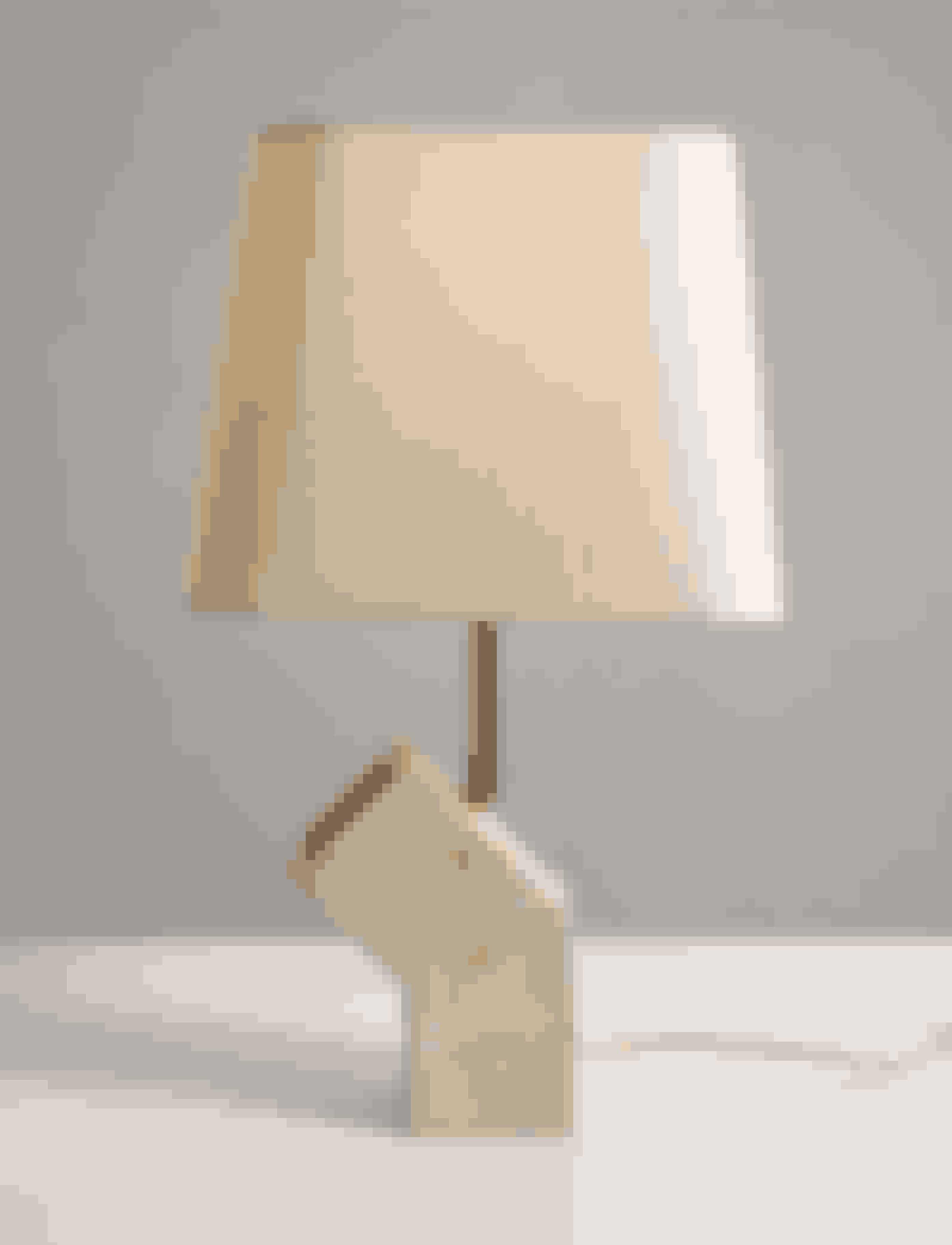 Lampe med fod af sten og messing, John Shepard, 5.230 kr.