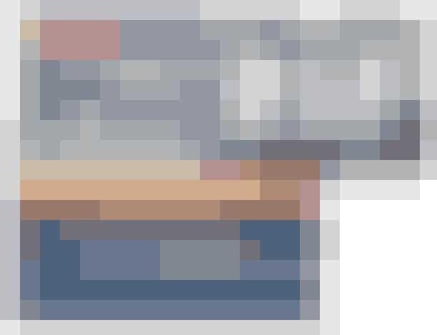 """Bill & Coo Suites and Lounge, Grækenland I hjertet af Mykonos City og med udsigt over Det Ægæiske hav, ligger Bill & Coo Suites and Lounge, der er for lovebirds med trang til ultimativ græsk luksus. Fra den private pool i jeres suite kan I nyde den bjergtagende solnedgang eller blive opslugt af stjernehimlen. """"Det minimalistiske design møder ren afslapning"""", fortæller ELLE Koreas Fashion Director, Jangjo Jung. De 32 suites, der alle vender mod havet samt den upåklagelige service vil sætte dig i ekstase.Se mere HER."""