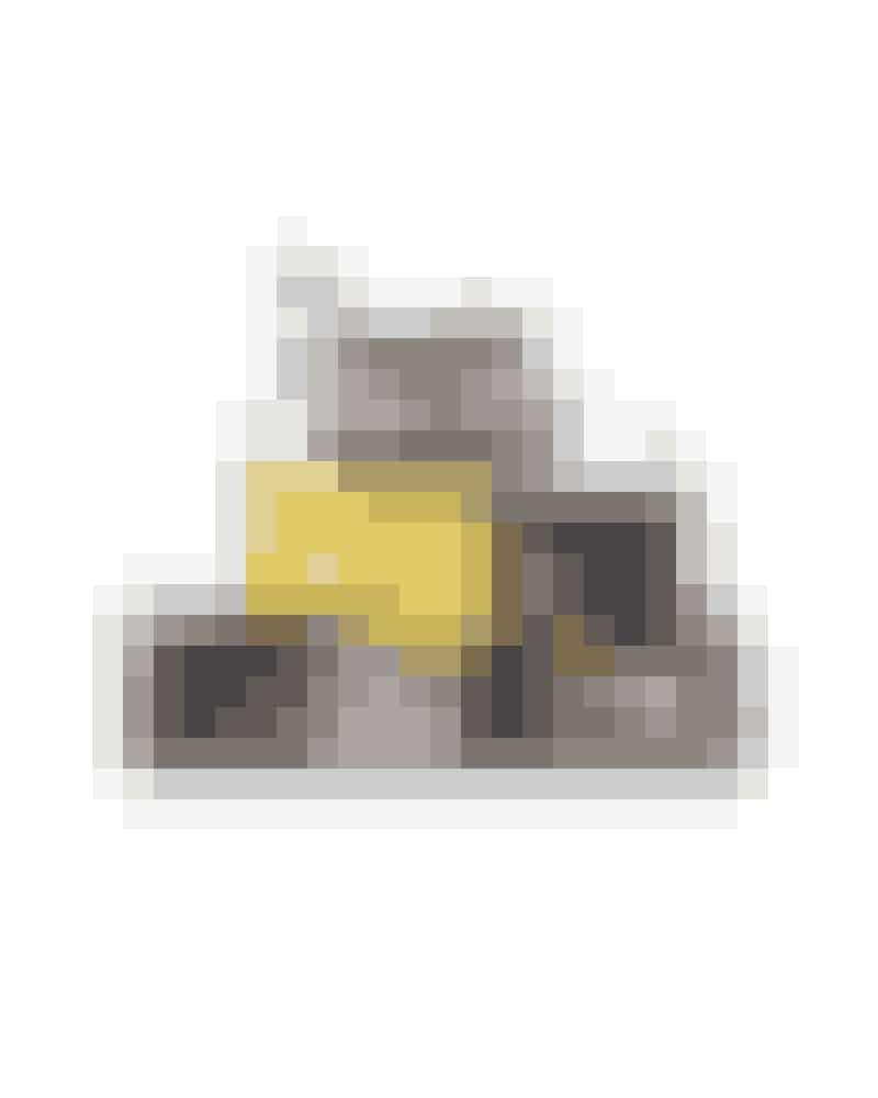 5. ClutchenDen lille taske - eller clutchen - er den perfekte taske til en aften ude og kan rumme lige præcis det, du har brug for. Fendis Baguette-taske er især blevet ikonisk, da den optrådte som Carrie Bradshaws favorittaske i Sex and the City, og den er efterfølgende blevet lavet i et væld af udgaver.