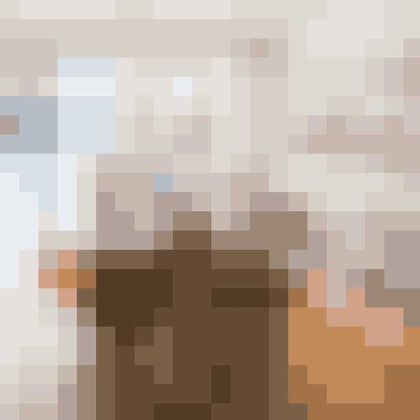 The Wilde ShopI hjertet af Vesterbro ligger en fin vintage-shop, hvor du kan få fingrene i alt fra luksusbrands som Prada, Yves Saint Laurent, Celine til no-label-fund fra fineste skuffe. Navnet skulle efter sigende være en hyldest til poeten Oscar Wilde.Hvor:Istedgade 108, 1650 København V.