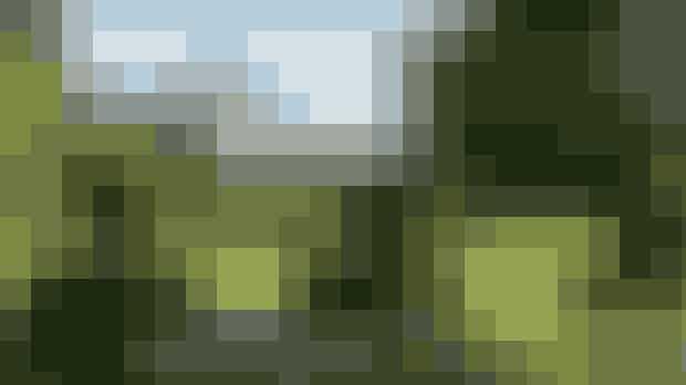 Tag på guidet tur i Den Reserverede Have og Orangeriet på Fredensborg SlotI juli måned, når kongefamilien ikke selv benytterFredensborg Slot, kan du komme på guided tur på slottet. Her kan du bl.a. se Kuppelsalen, hvor mange officielle middage finder sted, og med på rundvisningen er også Fredensborgs slotskirke og det smukke orangeri. Turen giver dig også mulighed for at se kongefamiliens helt private have, Den Reserverede Have.Hvor:Slottet 1B, 3480 Fredensborg.Hvornår: 1. juli - 4. august. Mandag til søndag 12:30-16:00.
