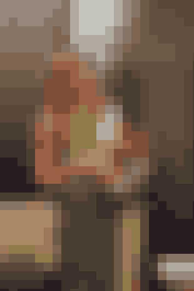Turtleneck.En klassiker går aldrig af mode, og det er lige så sandt for Rachel Green, som det er for hendes turtleneck. Rachel sporter sin i en modig farve, der matcher den ternede nederdel, og vi gør hende stadig kunsten efter den dag i dag. Psst! Prøv en version uden ærmer á la Rachel. Om vinteren kan du sætte en langærmet t-shirt under.