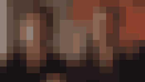 The Vampire Diaries (2009-2017)Serien 'The Vampire Diaries' finder sted i Mystic Falls, hvor overnaturlige væsener lever i skjul blandt indbyggerne. Historien handler om de to vampyrbrødre Damon og Stefan Salvatore, der begge er besat af den samme smukke pige, Elena – med andre ord her får du kærlighedsdrama for alle pengene. Serien kan blandt andet ses på HBO Nordic.