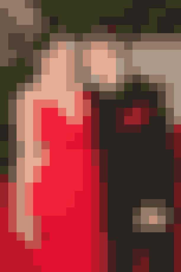 Februar 2011I februar 2011 blev Selena Gomez og Justin Bieber så spottet på den røde løber første gang til Vanity Fair Oscars - naturligvis til glæde for millioner af fans, der lynhurtigt gav parret tilnavnet #Jelena på de sociale medier.