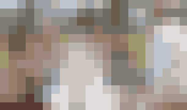 Vintage garden party i TivoliSæt hatten på sned, tag de lange skørter på og slip de bløde krøller løs, for nu banker fortiden på i Den Gamle Have.Denne søndag er der mulighed for at medbringe egen picnickurv og indtage en dejlig frokost i det grønne til tonerne af Tivoli Ensemblet. Repertoiret er tilrettelagt af Tivolis kapelmester Peter Jensen, og så er der ellers mulighed for at lade skørterne svaje på dansegulvet, mens herrerne fører an. Du må komme, lige som du har lyst til.Hvor: Tivoli,Vesterbrogade 3, 1630 København V.Hvornår: Søndag den 11. august 2019.