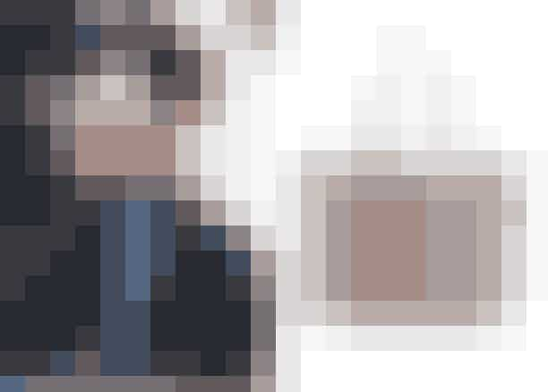 Før Meghan blev gift med Harry, bar hun ofte skuldertasker. De dage er dog forbi, for som kvindelig medlem af kongehuset, bærer man kun små tasker og clucthes. Den regel gælder dog ikke for os andre dødelige, og vi kan jo godt finde inspiration hos før-royale-Meghan.Shopper, Saint Laurent hos Mytheresa.com, 6.000 kroner.