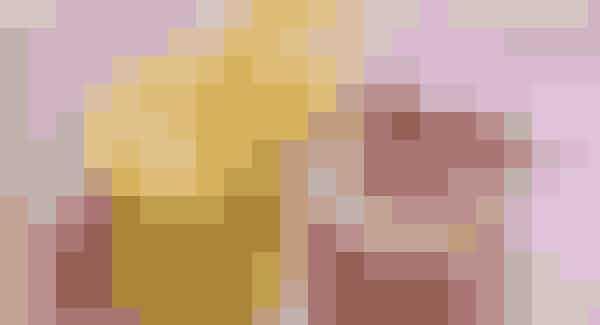 Skønne smoothies efter Lavkarbo-principperne: Hindbær-hyldest og vitamin-kick   HINDBÆR-HYLDEST (1 glas)   1 dl hindbær  1 dl yoghurt naturel  ½ dl fløde  1 appelsin   Hæld alle ingredienserne i en blender og blend det hele til en jævn smoothie.  VITAMIN-KICK (2 store glas)  3 dl yoghurt naturel  2½ dl frossen mango  1 citronbåd  1 skrællet appelsin i både  2 knsp. safran  ½ tsk. gurkemeje   Hæld alle ingredienserne i en blender. Blend vitamindrikken, til den er jævn og fin. Servér i store glas.  Lavkarbo-opskrift: Jane Vibeke Barthx