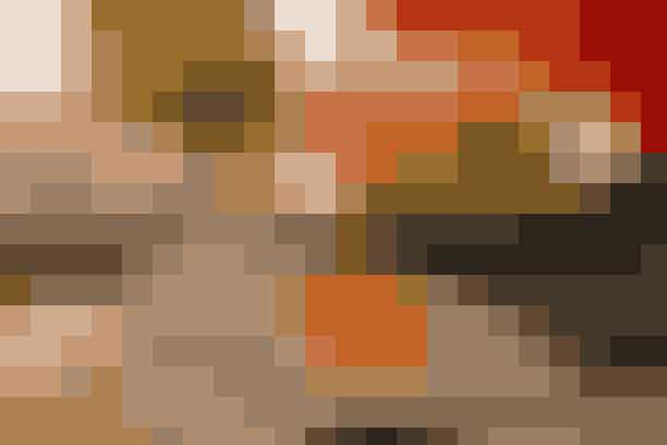 Et par friske, orange appelsiner er flot applikeret på den sort-hvide dækkeserviet Find opskriften her...