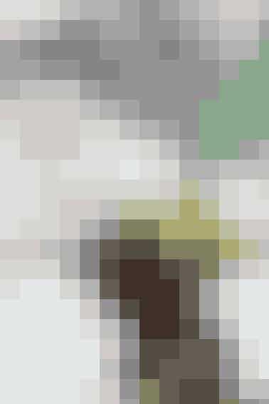 I en rede under et lille, skærmende træ kryber tre, dunede kyllinger sammen i denne supersøde påskedekoration - se opskriften her