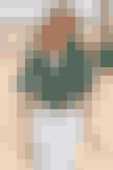 Den yndige poncho har feminin flæse med klokkemønster (også i XXL/XXXL) - Se opskrift her