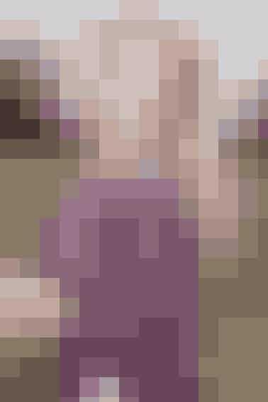 Strikket poncho i mohair med striber af lange masker, der giver modellen et florlet look. Ponchoen har rå kanter, traditionel facon og flotte frynser i underkanten Se opskriften her