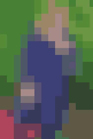 Denne strikfrakke bliver et hit til foråret. Den har ensmuk blå farve og fine mønstre (også i XXL) - Se opskrift her