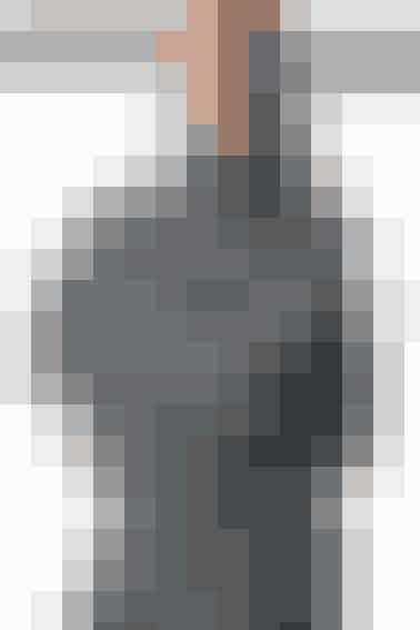 Køb strikkekit til denne flotte, grå jakke - den er ikke så svær at strikke som den ser ud til. Køb i vores shop her