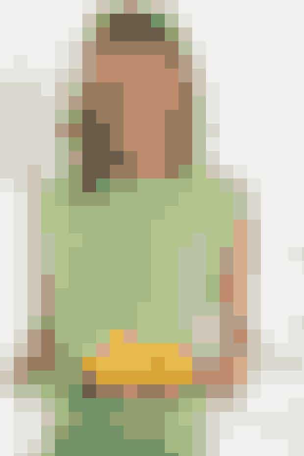 Strik to ens firkanter - og sy dem sammen til en top. Bølgemønstret dannes med omslag og lange masker, og det er ikke svært - se opskrift her