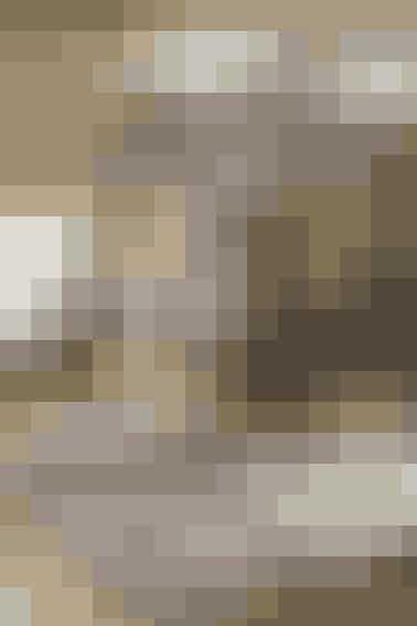 Det lille babytæppe i dæmpede farver er hæklet i den blødeste alpaka - se opskrift her