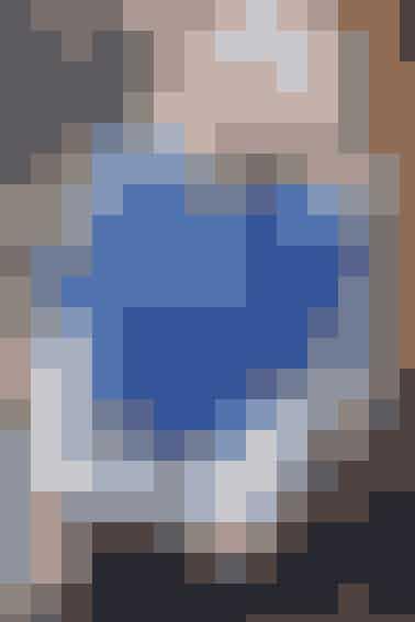 Den smukke, blå vest med korte ærmer giver dig varmen på kroppen, mens du samtidig ser supersmart ud  se opskriften her